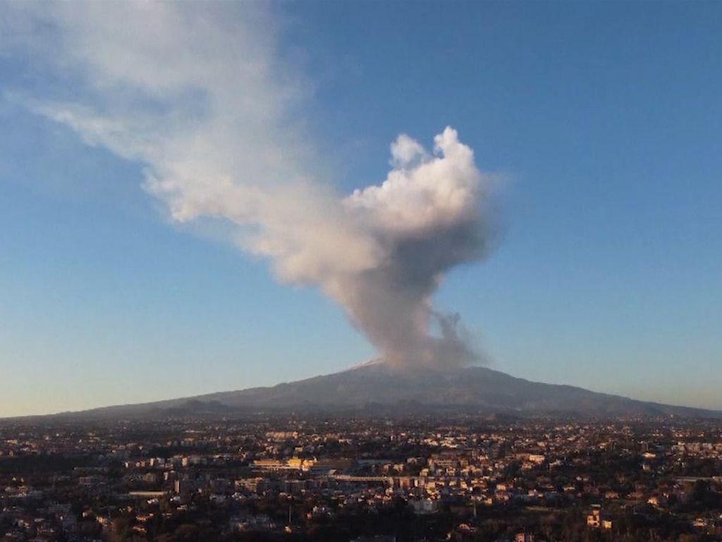 Gunung Etna Erupsi Lagi, Bandara Catania Italia Tutup