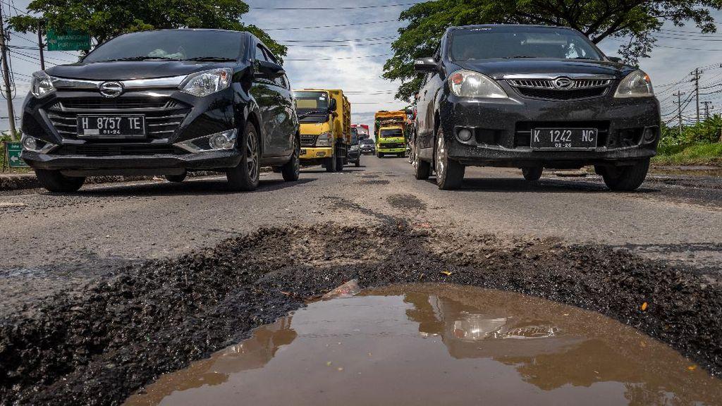 Hati-hati! Banyak Jalan Berlubang di Jalur Pantura Demak