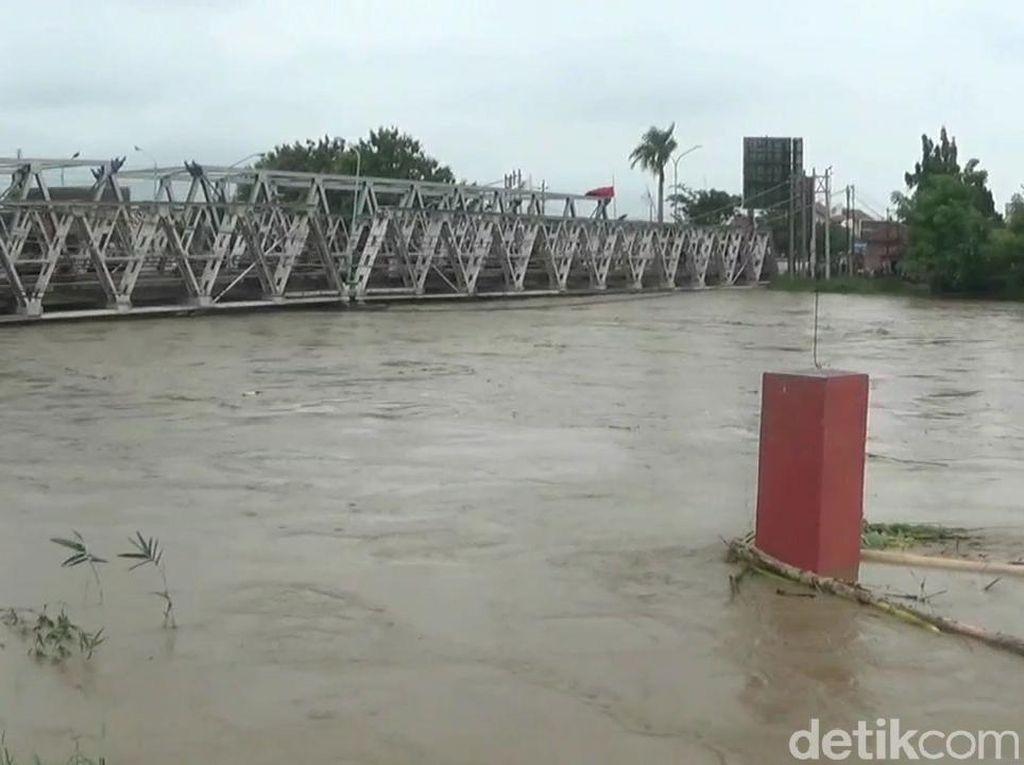 Ketinggian Air Sungai Level Merah, Jembatan Pemali Brebes Ditutup