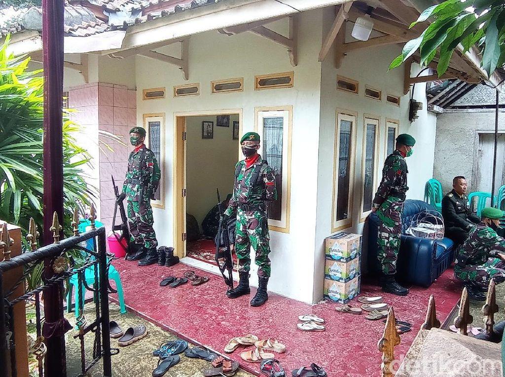 Suasana Rumah Duka Saat Jenazah Pratu Ginanjar Arianda Tiba di Banjar