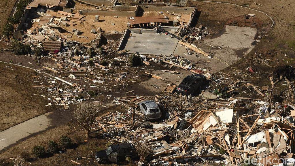 Potret Kerusakan Akibat Terjangan Tornado di North Carolina