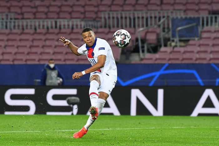 BARCELONA, SPAIN - FEBRUARY 16: Kylian Mbappe of Paris Saint-Germain scores their sides fourth goal during the UEFA Champions League Round of 16 match between FC Barcelona and Paris Saint-Germain at Camp Nou on February 16, 2021 in Barcelona, Spain. Sporting stadiums around Spain remain under strict restrictions due to the Coronavirus Pandemic as Government social distancing laws prohibit fans inside venues resulting in games being played behind closed doors. (Photo by David Ramos/Getty Images)