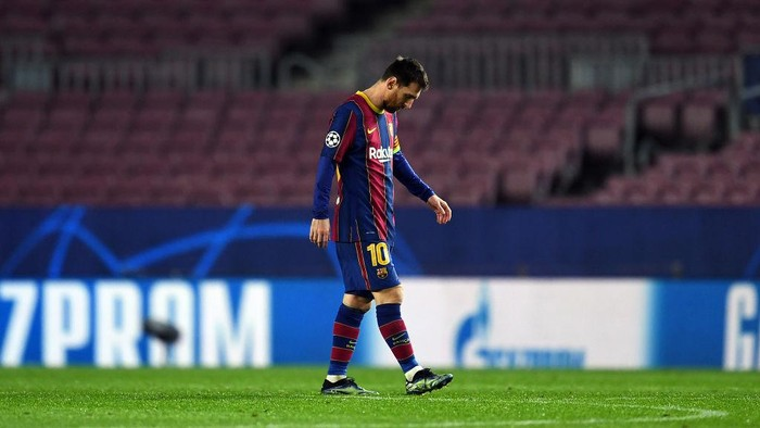 BARCELONA, SPAIN - FEBRUARY 16: Lionel Messi of FC Barcelona reacts after conceding their fourth goal during the UEFA Champions League Round of 16 match between FC Barcelona and Paris Saint-Germain at Camp Nou on February 16, 2021 in Barcelona, Spain. Sporting stadiums around Spain remain under strict restrictions due to the Coronavirus Pandemic as Government social distancing laws prohibit fans inside venues resulting in games being played behind closed doors. (Photo by David Ramos/Getty Images)