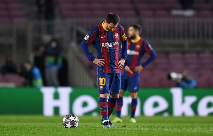 BARCELONA, SPAIN - FEBRUARY 16: Lionel Messi of FC Barcelona reacts after conceding his side concedes their first goal during the UEFA Champions League Round of 16 match between FC Barcelona and Paris Saint-Germain at Camp Nou on February 16, 2021 in Barcelona, Spain. Sporting stadiums around Spain remain under strict restrictions due to the Coronavirus Pandemic as Government social distancing laws prohibit fans inside venues resulting in games being played behind closed doors. (Photo by David Ramos/Getty Images)