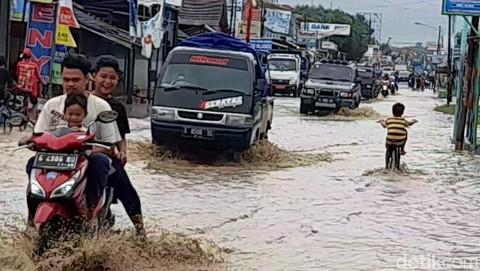 Luapan sungai babakan bikin 5 desa di brebes banjir 5 169