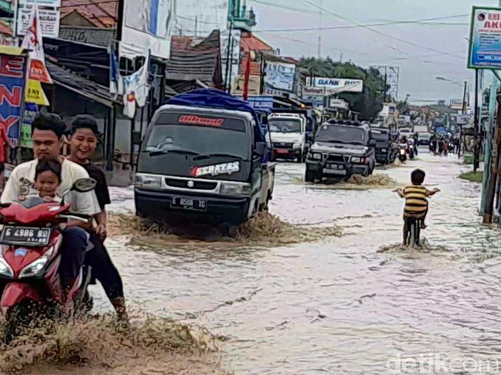 Siaga Banjir Lur! BMKG Prediksi Hujan Lebat di Jateng 23-24 Februari
