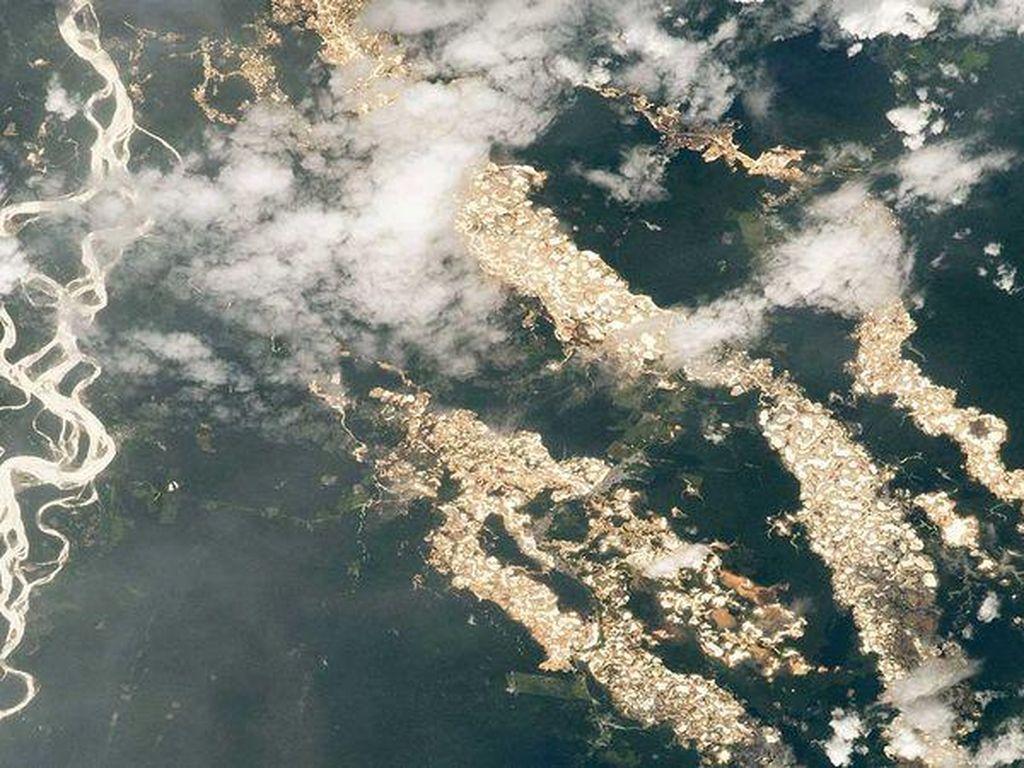 Fakta Menyedihkan di Balik Foto Sungai Emas yang Diambil NASA