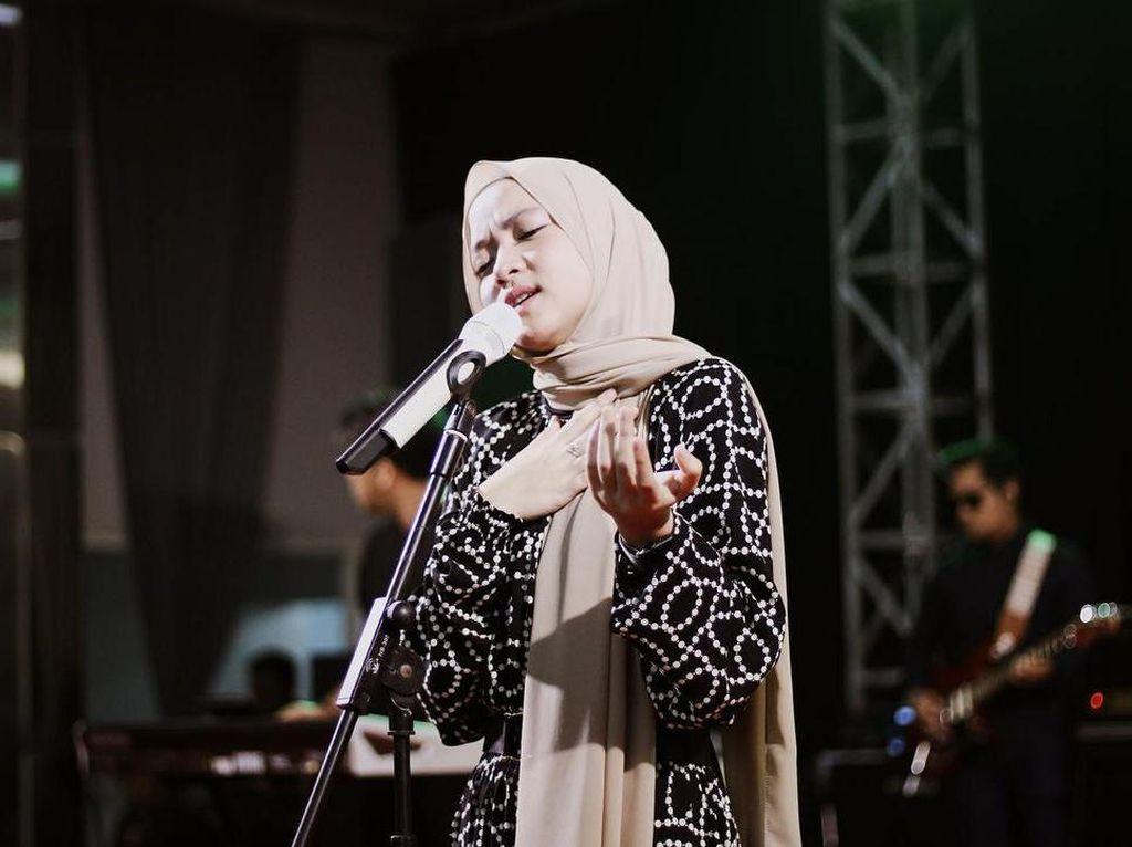 Nissa Sabyan Muncul, Menangis di Video