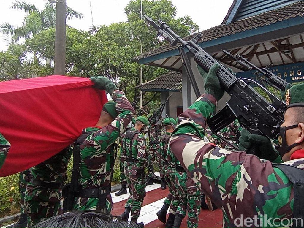Haru Pemakaman Pratu Anumerta Ginanjar di TMP Kota Banjar