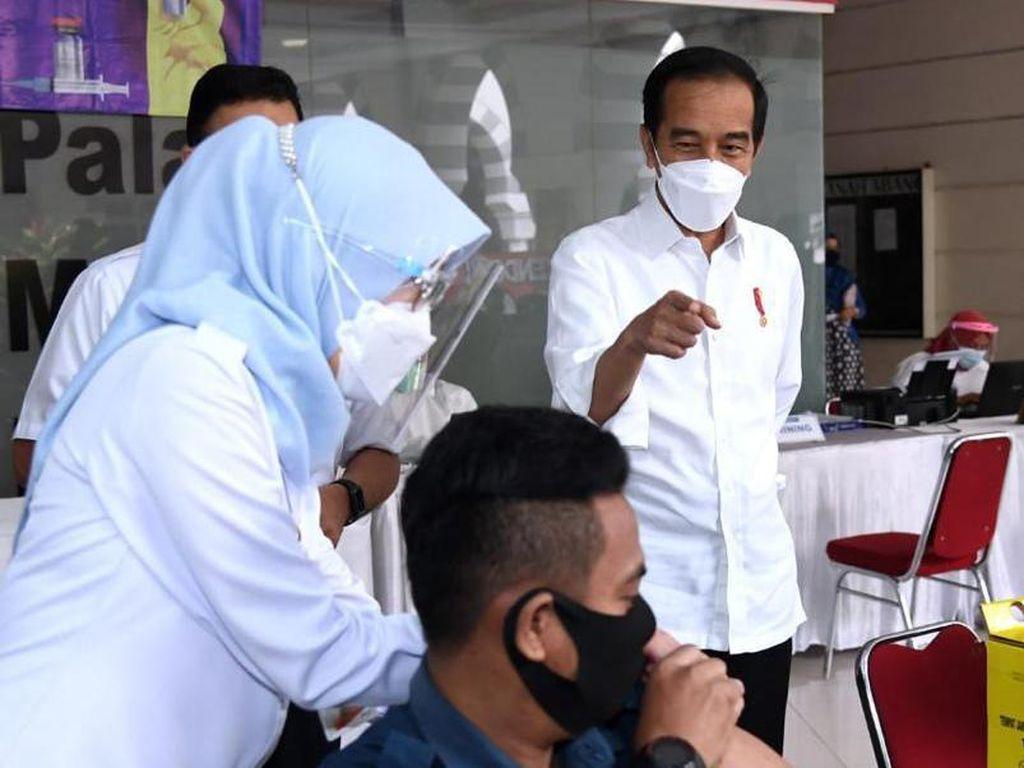 Jokowi Unggah Foto Cek Vaksinasi COVID di Tanah Abang: Manajemen Lapangan Baik