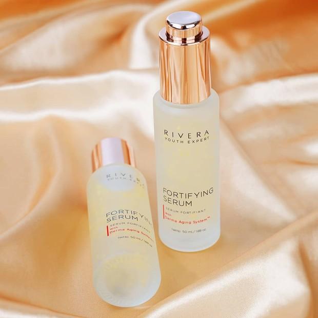 Perawatan terbaik dalam memperbaiki kulit dari kekeringan dan tanda penuaan.