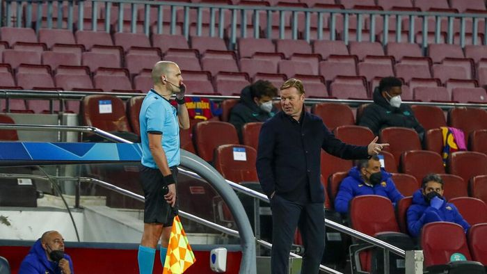 Barcelonas head coach Ronald Koeman gestures during the Champions League round of 16, first leg soccer match between FC Barcelona and Paris Saint-Germain at the Camp Nou stadium in Barcelona, Spain, Tuesday, Feb. 16, 2021. (AP Photo/Joan Monfort)