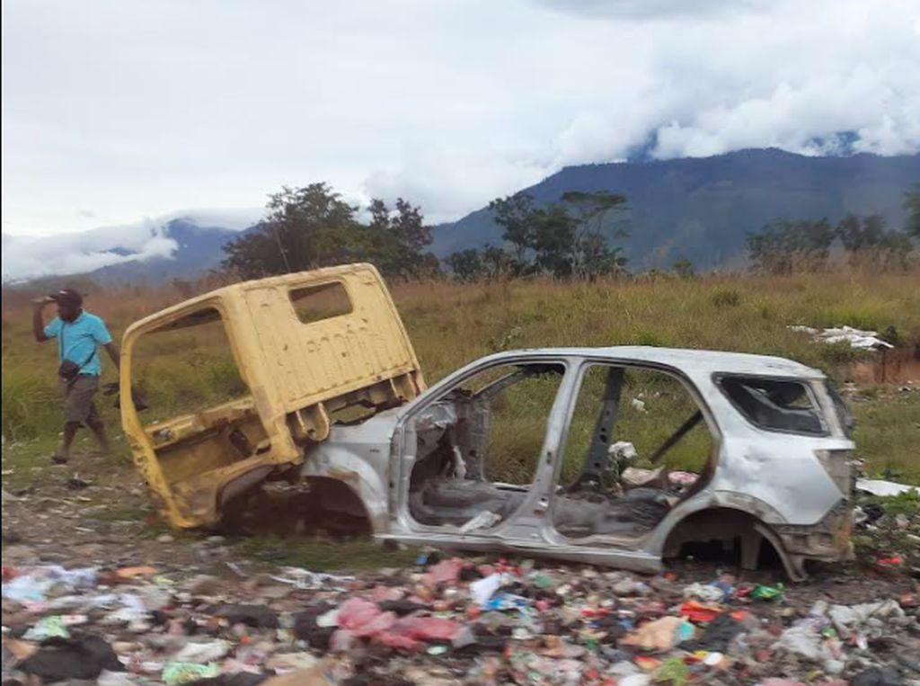 Duh! di Wamena Banyak Bangkai Mobil Berserakan