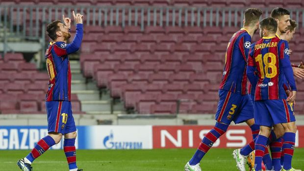 Barcelona's Lionel Messi celebrates after scoring from a penalty kick the opening goal during the Champions League round of 16, first leg soccer match between FC Barcelona and Paris Saint-Germain at the Camp Nou stadium in Barcelona, Spain, Tuesday, Feb. 16, 2021. (AP Photo/Joan Monfort)