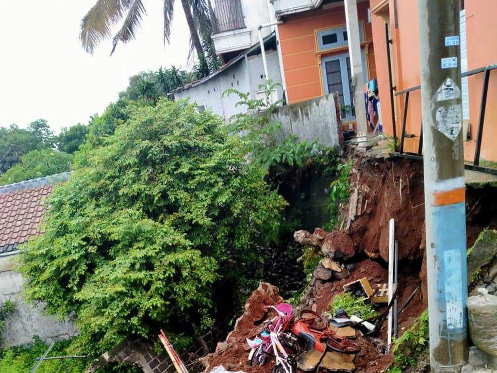 2 Rumah Warga di Depok Terancam Longsor, 6 Orang Diungsikan