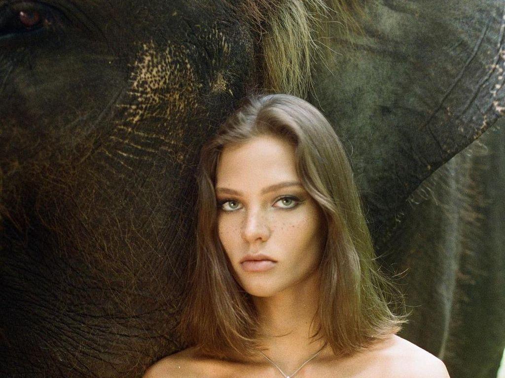 Berpose Telanjang di Punggung Gajah di Bali, Alesya Beri Penjelasan