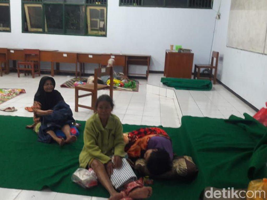 Trauma Banjir Nganjuk Susulan, Warga Memilih Bertahan di Pengungsian