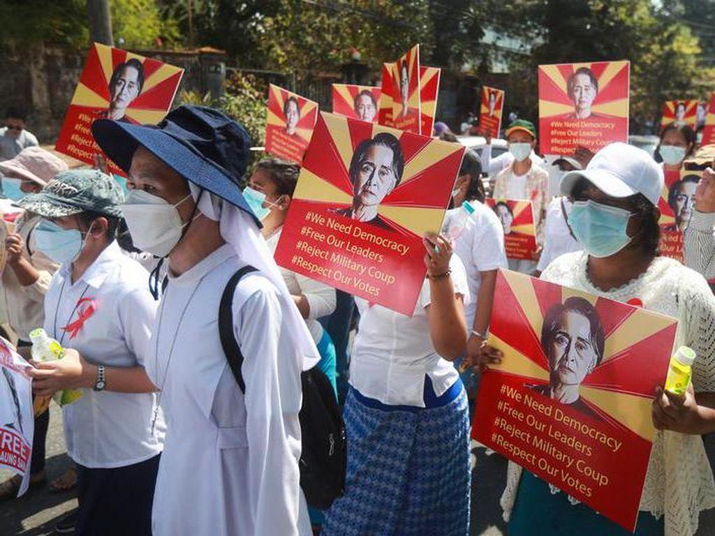 Kematian Terus Bertambah, Nakes Ikut Demo Anti-kudeta Myanmar!