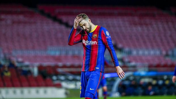 Barcelona's Gerard Pique reacts during the Champions League round of 16, first leg soccer match between FC Barcelona and Paris Saint-Germain at the Camp Nou stadium in Barcelona, Spain, Tuesday, Feb. 16, 2021. (AP Photo/Joan Monfort)