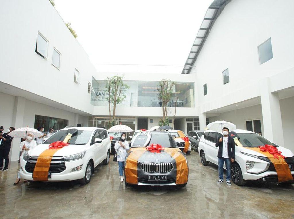 Crazy Rich Malang Bagi-bagi Mobil Dinas ke Karyawan, Innova sampai BMW X1