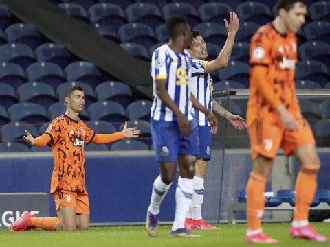 Juventus' Cristiano Ronaldo, left, gestures during the Champions League round of 16, first leg, soccer match between FC Porto and Juventus at the Dragao stadium in Porto, Portugal, Wednesday, Feb. 17, 2021. (AP Photo/Luis Vieira)