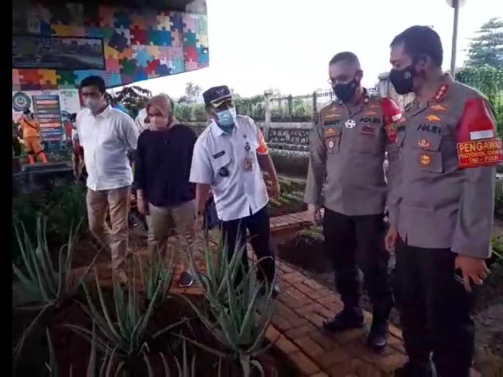 Kapolres Jaktim Cek Penanganan COVID di Kampung Tangguh Pulogadung