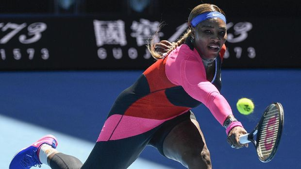United States' Serena Williams hits a backhand return to Japan's Naomi Osaka during their semifinal match at the Australian Open tennis championship in Melbourne, Australia, Thursday, Feb. 18, 2021.(AP Photo/Andy Brownbill)