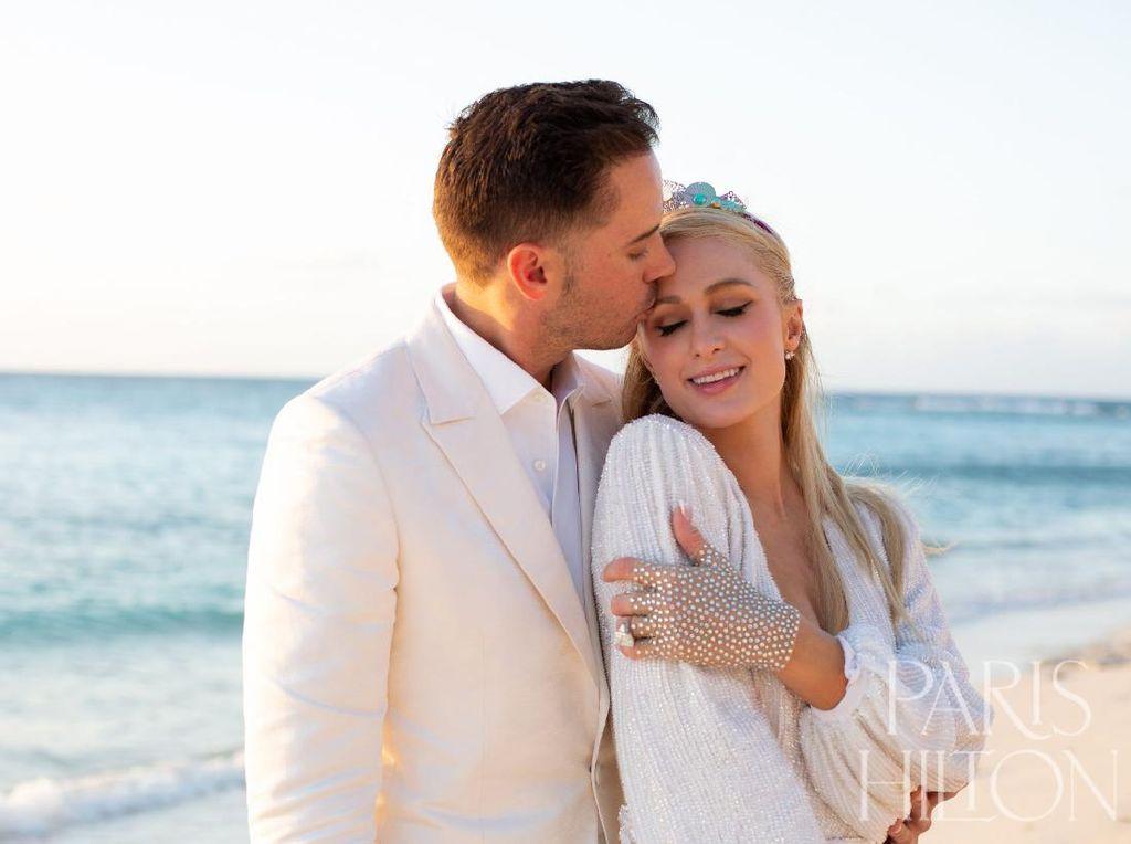 Paris Hilton Tunangan Ke-4 Kalinya, Ini Cincin Tunangannya Rp 28 Miliar