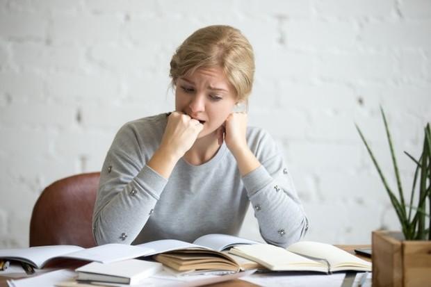 Ketika kamu mengalami stres, bagian otak yang disebut hipotalamus yang terletak di dekat kelenjar pituitari tidak melakukan tugasnya