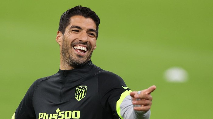 MUNICH, GERMANY - OCTOBER 20: Luis Suarez of Atletico reacts during a final training session ahead of the UEFA Champions League Group A stage match between Atletico Madrid and FC Bayern Muenchen at Allianz Arena on October 20, 2020 in Munich, Germany. (Photo by Alexander Hassenstein/Getty Images)
