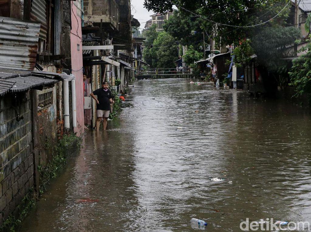 Kemang Utara-Pondok Karya Jaksel Masih Banjir Pagi Ini, 60 Warga Mengungsi