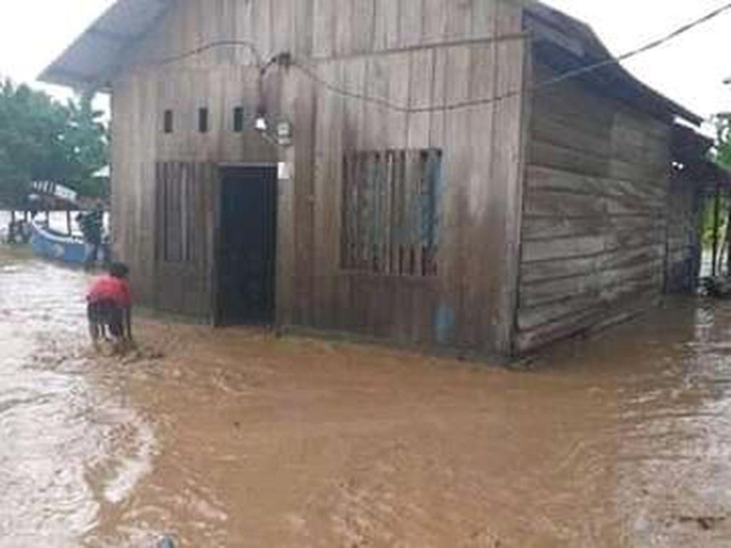 Banjir Landa Tojo Una-Una Sulteng, 4 Rumah Warga Hanyut