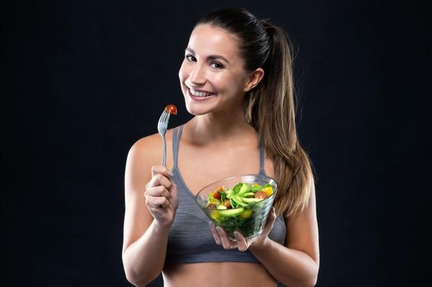 Makan terlalu dekat dengan waktu kamu latihan itu dapat menyebabkan kembung.