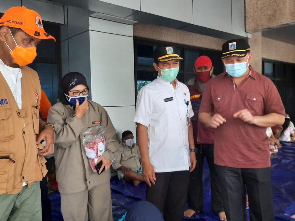 BPBD DKI Bagikan Masker ke Pengungsi Banjir Cipinang Melayu Jaktim