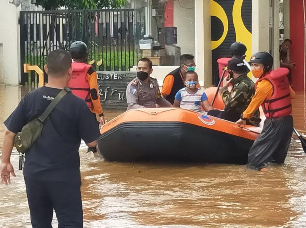 Sungai Cileungsi Meluap, Puluhan Rumah di Bogor Terendam Banjir