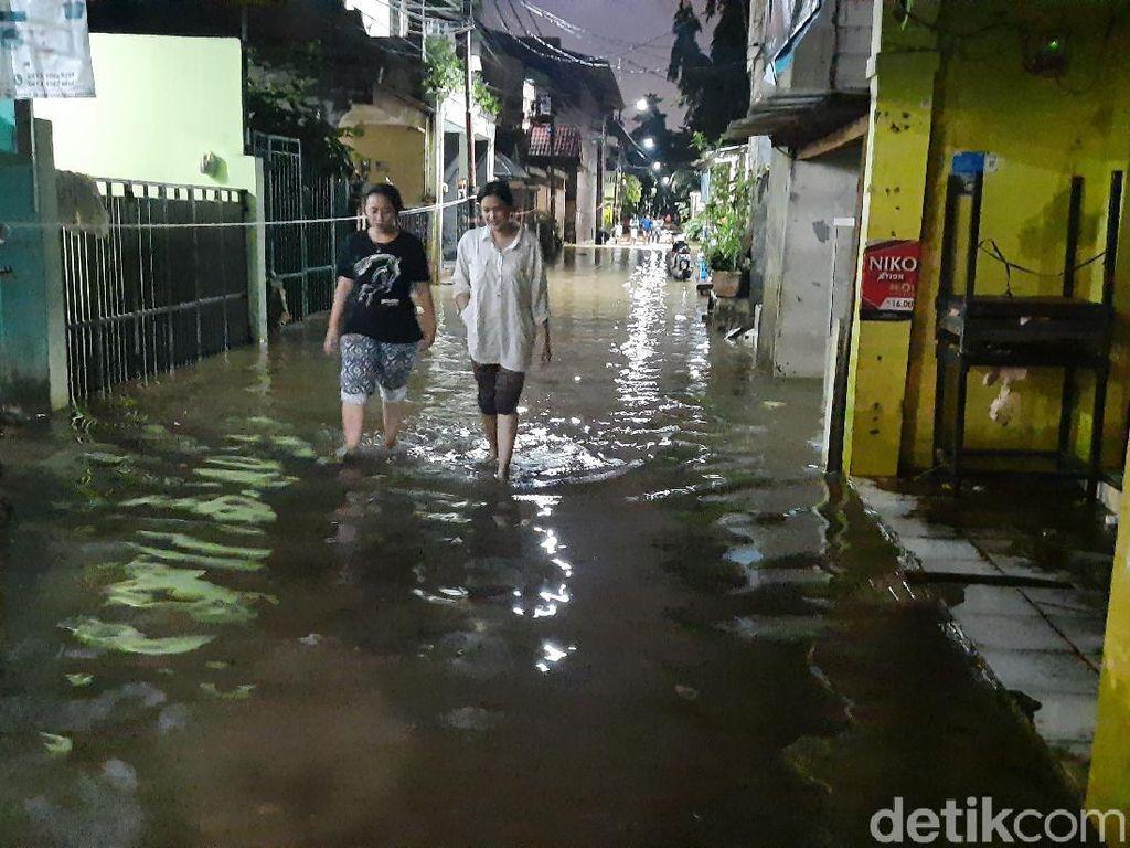 Malam Tiba, Banjir di RW 04 Cipinang Melayu Jaktim Mulai Surut