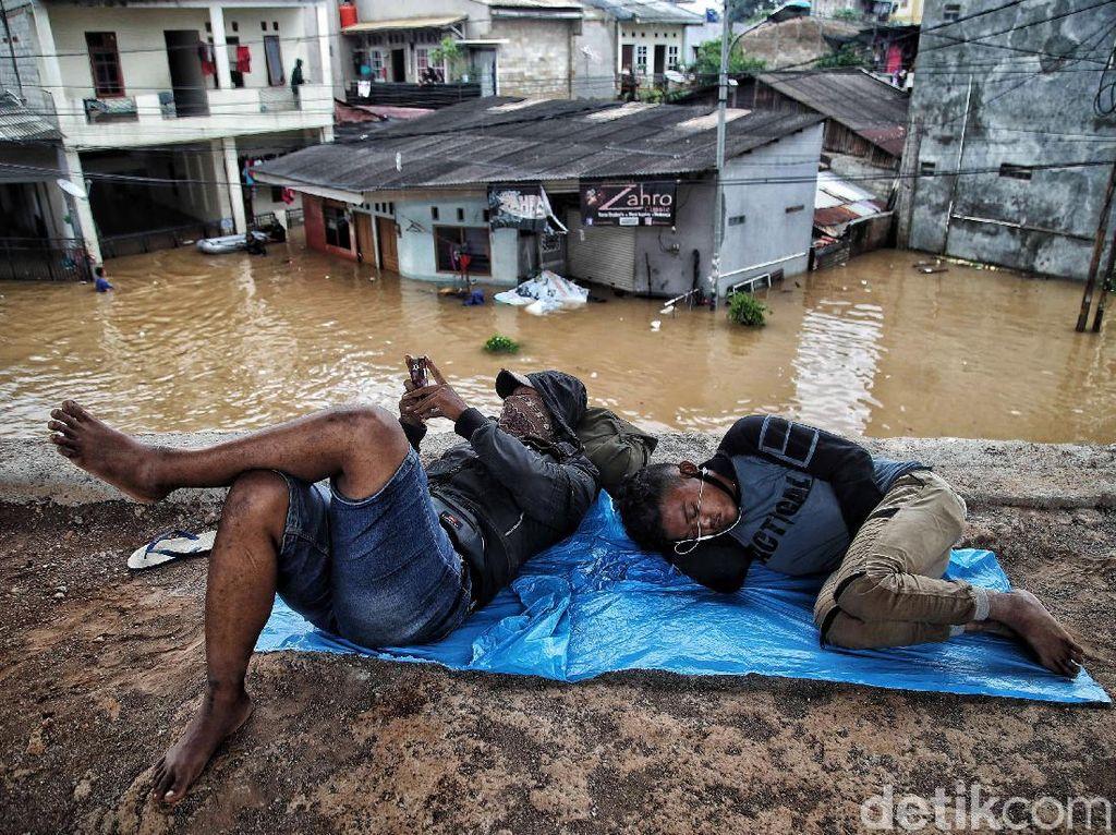 Begini Kondisi Pengungsi Banjir di Cipinang Melayu
