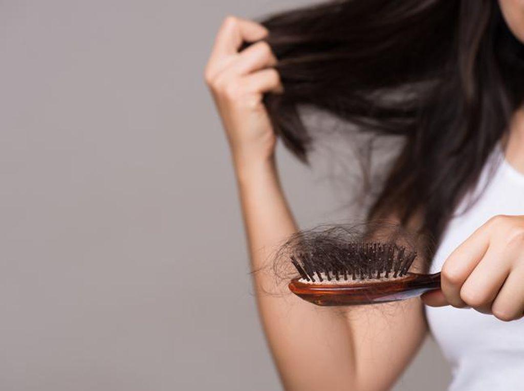 Bukan Makanan, Remaja Ini Hobi Makan Rambut Sampai Harus Dioperasi