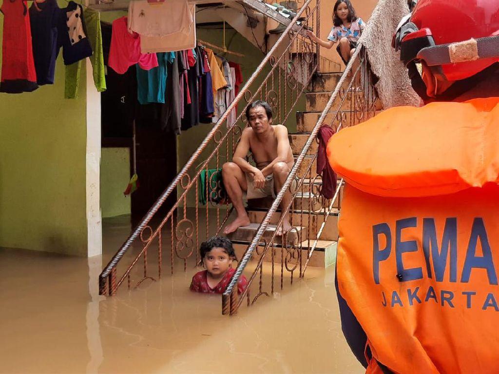 Penampakan Banjir Sekitar 1,5 Meter di Cipinang Melayu Jaktim