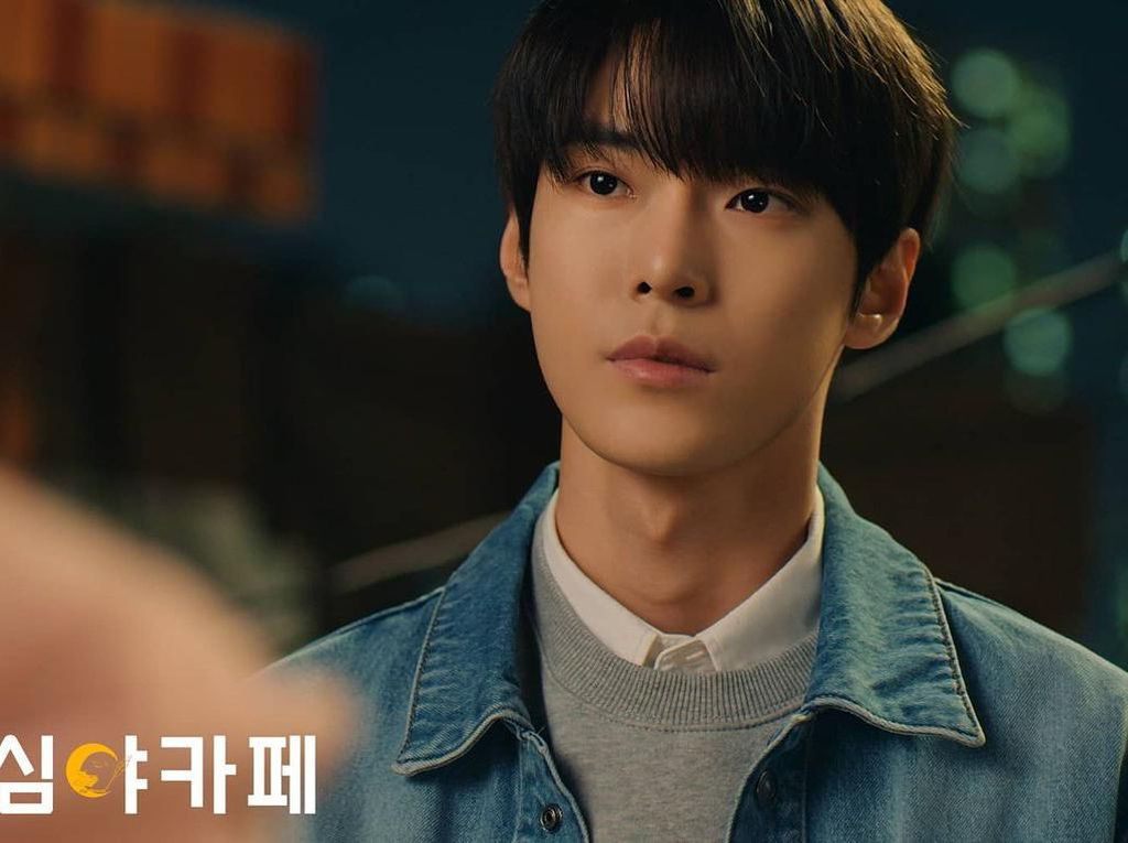 4 Fakta Penampilan Doyoung NCT di Cafe Midnight Season 3: The Curious Stalker