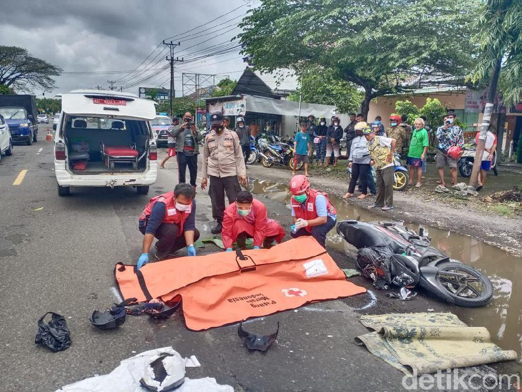 Hindari Genangan di Jalan Sragen, Pemotor Tewas Terlindas Truk