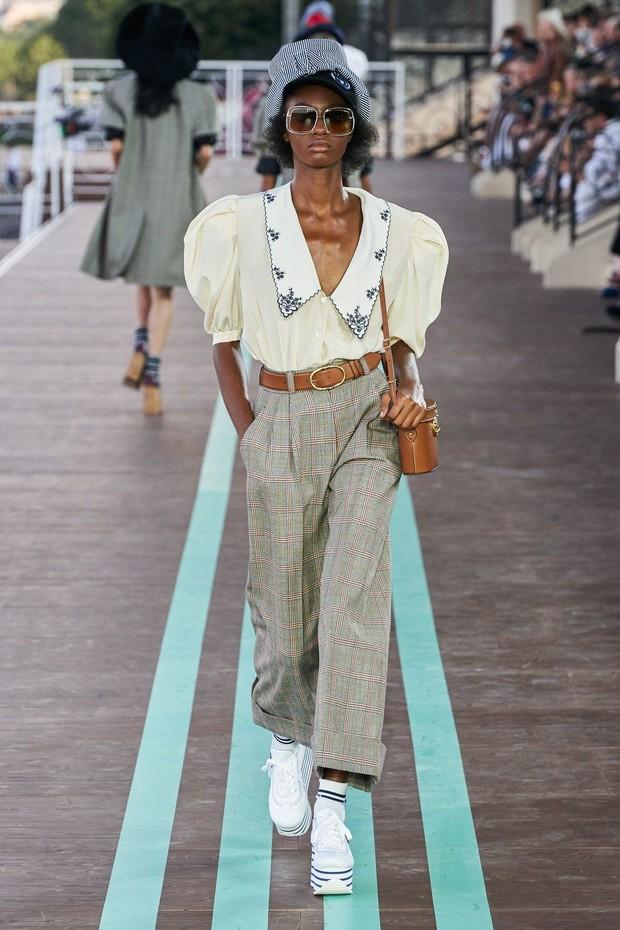 Foto: Vintage Puff Shoulder Tops Miu Miu/id.pinterest.com/Vogue Magazine