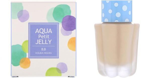 Diformulasikan dengan kombinasi mint dan marine jelly complex, BB cream bouncy ini terasa merevitalisasi kulit.