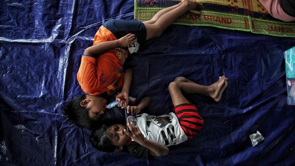 Korban Banjir Cipinang Mulai Mengungsi