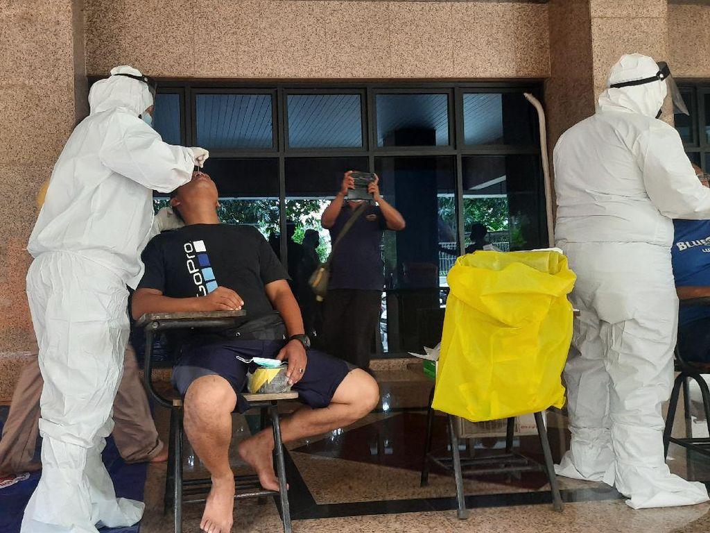 Cegah Klaster Baru, Pengungsi Banjir Cipinang Melayu Dites Antigen