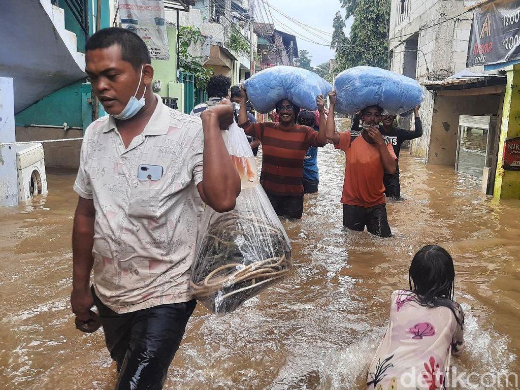 Takut Corona, Sejumlah Warga Cipinang Melayu yang Kebanjiran Enggan Ngungsi