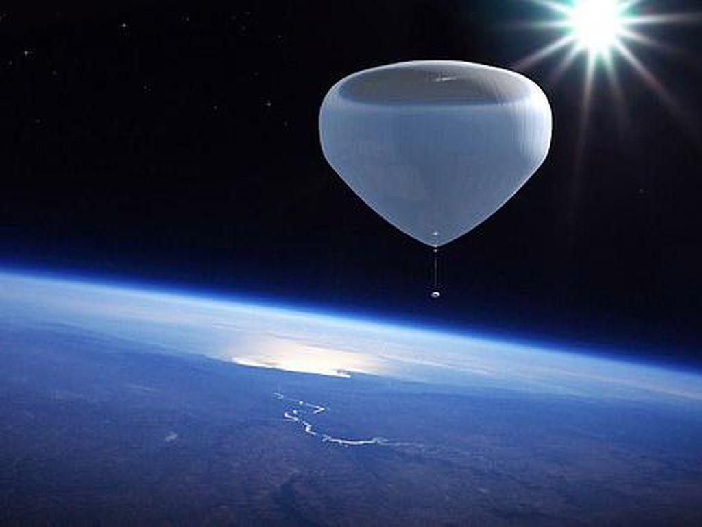 Seru Nih, Wisatawan Diajak ke Luar Angkasa Naik Balon Udara