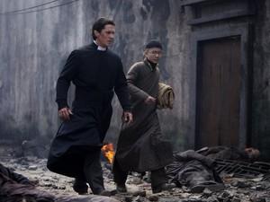 Sinopsis The Flowers of War, Aksi Pahlawan Christian Bale