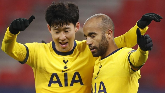 Tottenhams Lucas Moura, right, celebrates after scoring his sides third goal during the Europa League round of 32, first leg, soccer match between Wolfsberger AC and Tottenham Hotspur at the Puskas Arena stadium in Budapest, Hungary, Thursday, Feb. 18, 2021. (AP Photo/Laszlo Balogh)