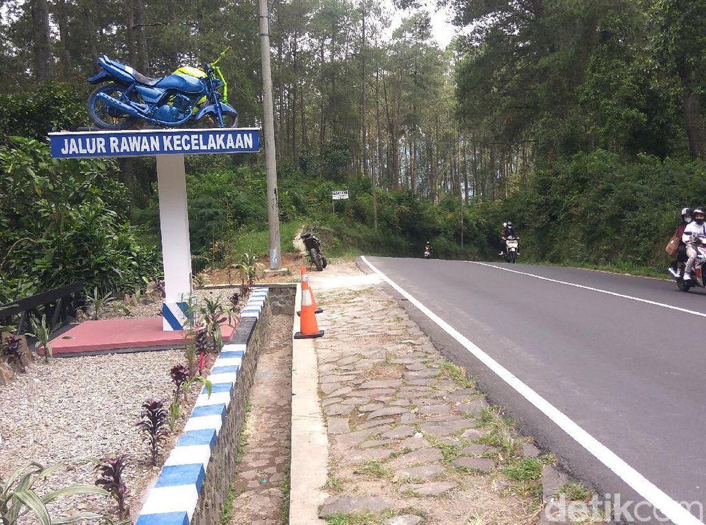 Tugu Peringatan Kecelakaan Mejeng di Lembang